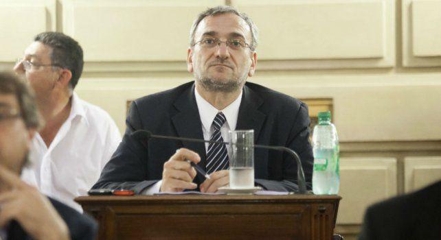 El senador Alcides Calvo (PJ Castellanos) preside la comisión de Presupuesto y Hacienda de la Cámara de Senadores de la provincia de Santa Fe.