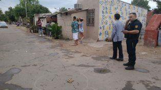 Las vainas servidas en el suelo son la muestra de la balacera que se desató en el barrio Cinco Esquinas.