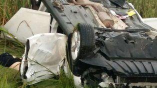 El cuerpo del conductor quedó al lado del vehículo