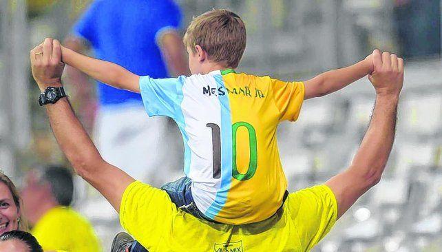 Gran respeto.Un niño brasileño muestra la idolatría por Neymar