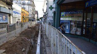 En calle Sarmiento al 600 los trabajos en una de las veredas avanzan a buen ritmo