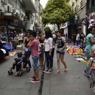 El último paro de los municipales fue aprovechado por los vendedores informales que cubrieron las peatonales de Rosario.