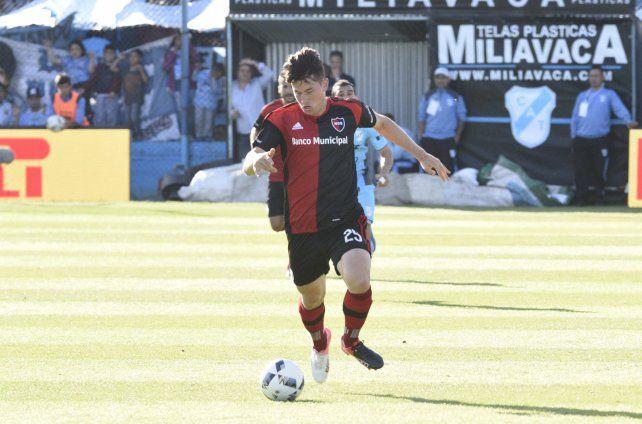 Aprobó. Isnaldo tuvo una buena participación en el segundo tiempo contra Racing y podría jugar de titular frente a River.