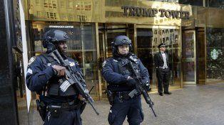En alerta. Los controles modificaron la rutina en la céntrica zona de Nueva York donde se erige la Torre Trump.