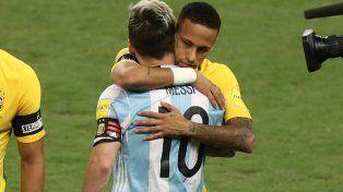 Amistad. Messi se abraza con Neymar.