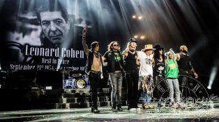 La banda estadounidense se despidió con un homenaje a Leonard Cohen.