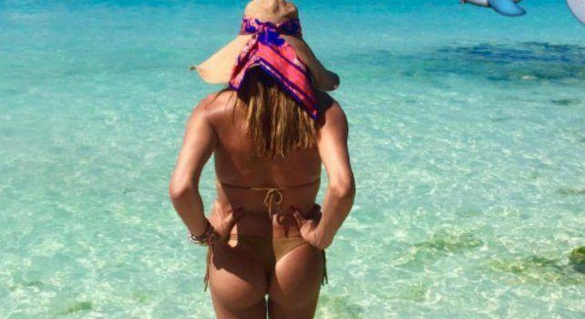 Flor de la V disfruta de unas merecidas vacaciones en el Caribe.