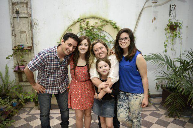 cautivante. Pilar integra el Centro Navarro de Rosario y fascinó a todos con su voz.