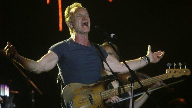 Sting llamó a un minuto de silencio antes de comenzar el show.