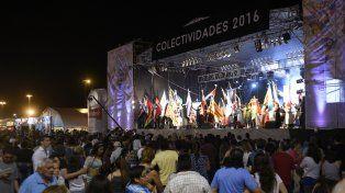 La Fiesta de Colectividades se realiza con normalidad a pesar de las lluvias en la ciudad