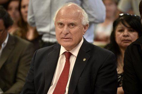 movió el tablero. El jefe de la Casa Gris también quiere que las limitaciones de los mandatos alcancen a los jueces de la Corte Suprema provincial.