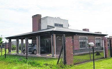 La casa. En esta propiedad del nuevo loteo El Molino se desencadenó la tragedia el sábado al caer la tarde.
