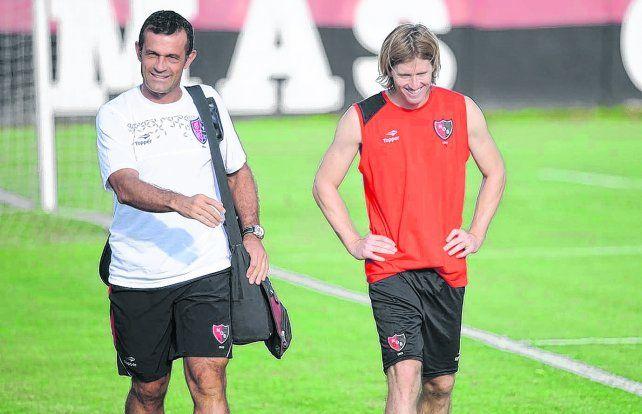 ¿Y ahora? Fernando Bacci junto a Mateo. El médico se había despedido del plantel hace algunos días.