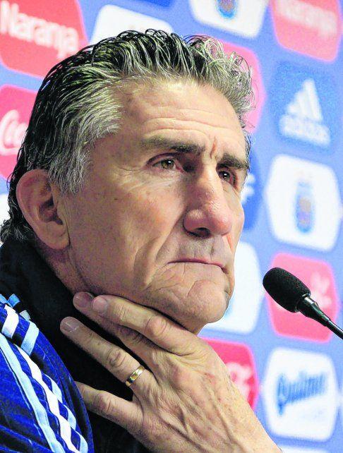 Mirada preocupada. El entrenador de la selección argentina contestó varias preguntas de manera lacónica.