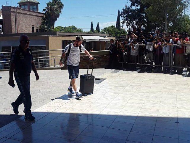 Messi se descompuso y necesitó asistencia médica durante el vuelo de la selección