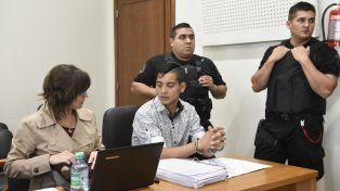 Roles. López llegó al juicio preso. El afirma ser un simple testigo de lo que pasó el 22 de junio de 2014 en su barrio.