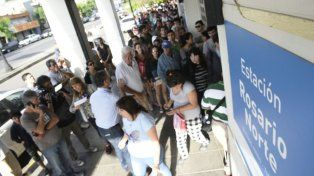 La diferencia de precio con otros medios de transporte motivó que la gente se acerque a comprar los tickets.