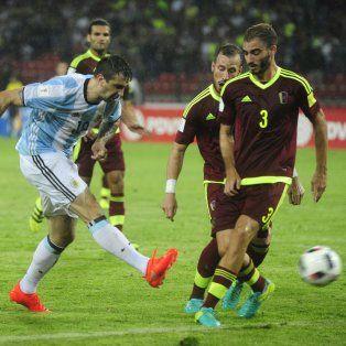 Lucas Pratto volverá a ser titular hoy en lugar de Gonzalo Higuaín.