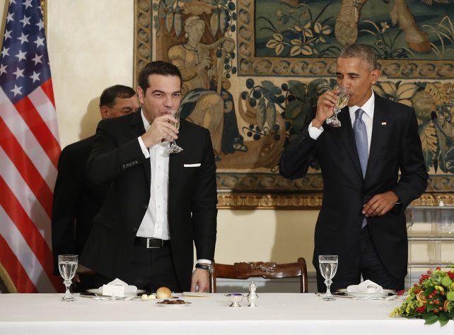 Brindis. El premier Alexis Tsipras y Obama brindan por el histórico vínculo entre Estados Unidos y Grecia.