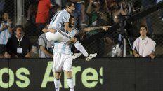Fideo y el Oso. Di María y Pratto hicieron un gol cada uno en la noche sanjuanina. Pero señalan a Messi.