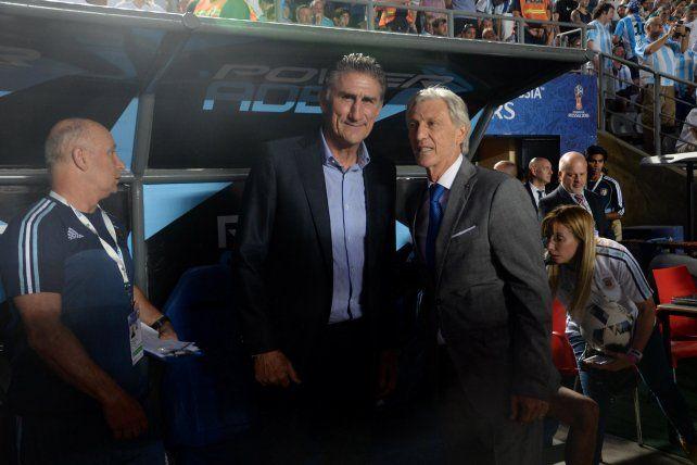 Colegas. Bauza y Pekerman se saludaron en el banco argentino