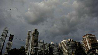la provincia se encuentra bajo un alerta meteorologico por lluvias y tormentas intensas