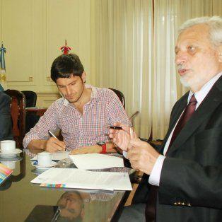 El ministro Pullaro firmó el convenio con el funcionario nacional.