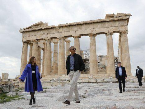 tour. Obama paseó por la Acrópolis de Atenas y admiró su joya mayor