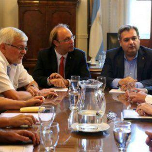 Funcionarios provinciales se reunieron con los gremios estatales para hablar sobre el bono de fin de año.