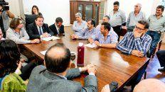 El ministro de Trabajo Julio Genesini, los representantes la Secretaría de Municipios y Comunas y los delegados de Festram, reunidos en la capital provincial.