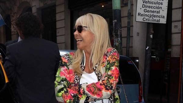 Claudia Villafañe confesó por qué no le devuelve las camisetas de la discordia a Maradona