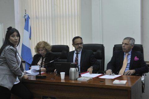 tribunal. La defensora María Eugenia Carbone y los jueces Mónica Lamperti