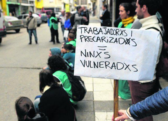 críticas. Protestas en la Dirección de Niñez de la provincia.