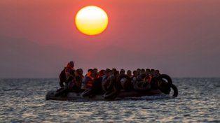 Migrantes buscan llegar a Europa.
