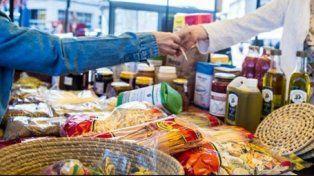 consumo. Para relevar el costo de vida de la canasta popular, el Ceso relevó precios en comercios barriales.