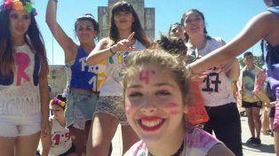 Los estudiantes secundarios se concentran en el Patio Cívico del Monumento a la Bandera.