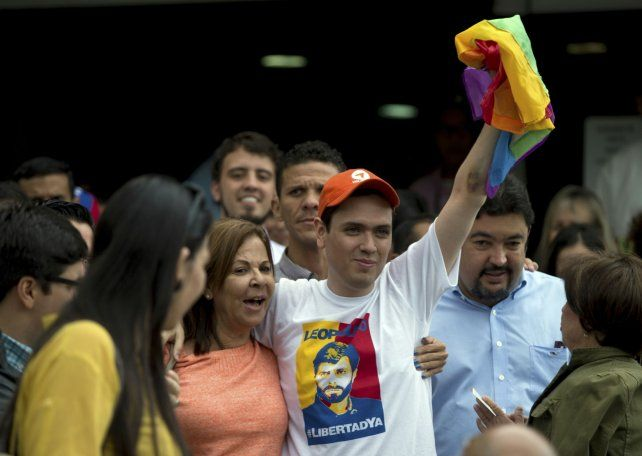 Libre. Mantilla viste una remera con la imagen del dirigente opositor encarcelado Leopoldo López.