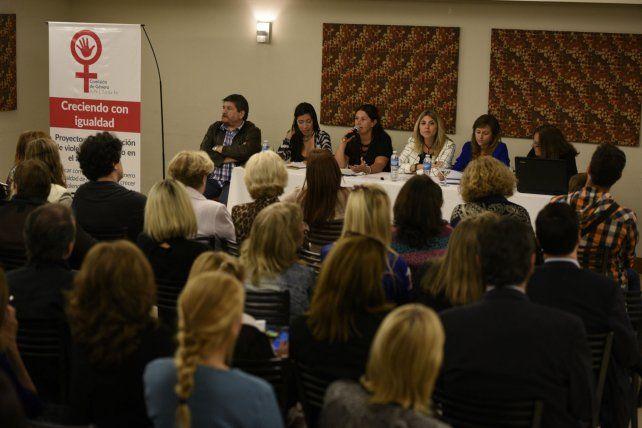 En igualdad. La Comisión de Género de Apel presentó el proyecto.