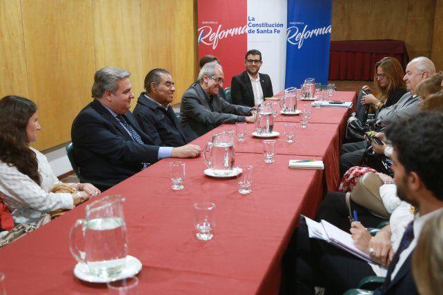 Autoridad. Benítez Treviño (centro) es doctor en Derecho de la Unam.