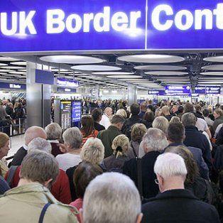 Arribo liviano. Una de las puertas de ingreso del aeropuerto de Heathrow.
