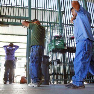 Sin escape. Ilegales en un centro de detención de Tucson, Arizona.