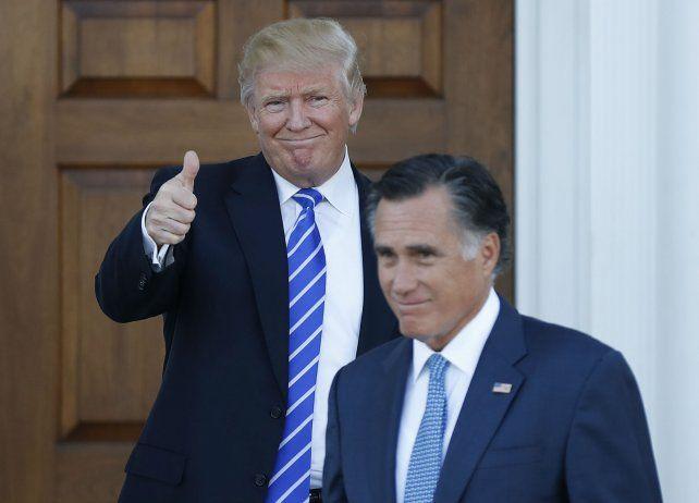 Consultas. Trump se reunió con su acérrimo rival Mitt Romney.