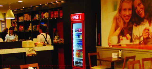 Un bar busca a una pareja a través de las redes sociales para devolverle la propina