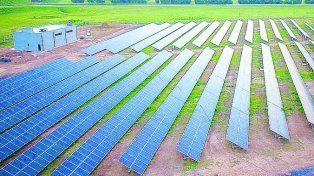 Paneles. La central fotovoltaica se construye cerca del acceso norte.