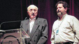 Presencia. José Martínez Suárez junto al crítico Fernando Martín Peña en el acto de apertura.