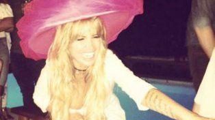 Flor Peña festejó sus 42 años con un fiestón de tragos, sombreros de colores y famosos
