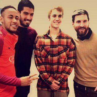 justin bieber fue uno mas con messi y neymar en el entrenamiento de barcelona