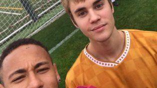 Justin Bieber fue uno más con Messi y Neymar en el entrenamiento de Barcelona