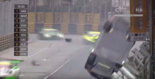 Sufrió un impactante accidente pero ganó la carrera igual