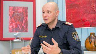 El portavoz policial Patrick Maierhofer dio cuenta del asalto frustrado a un banco en Viena.